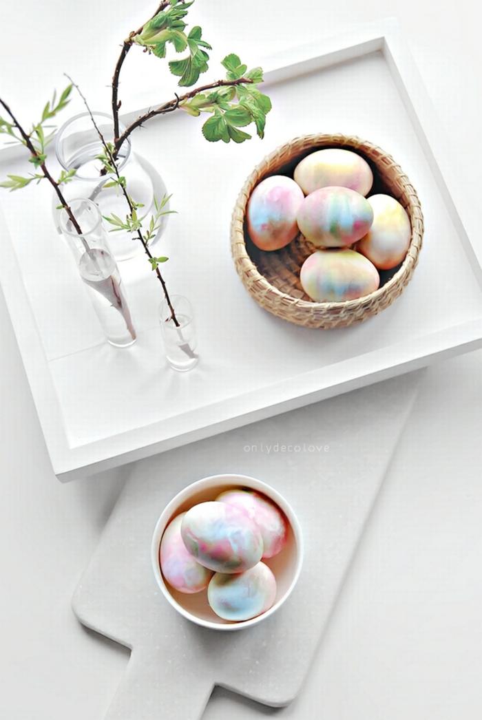 huevos pintados de una técnica original, manualidades huevos de pascua, ideas fáciles y atractivas