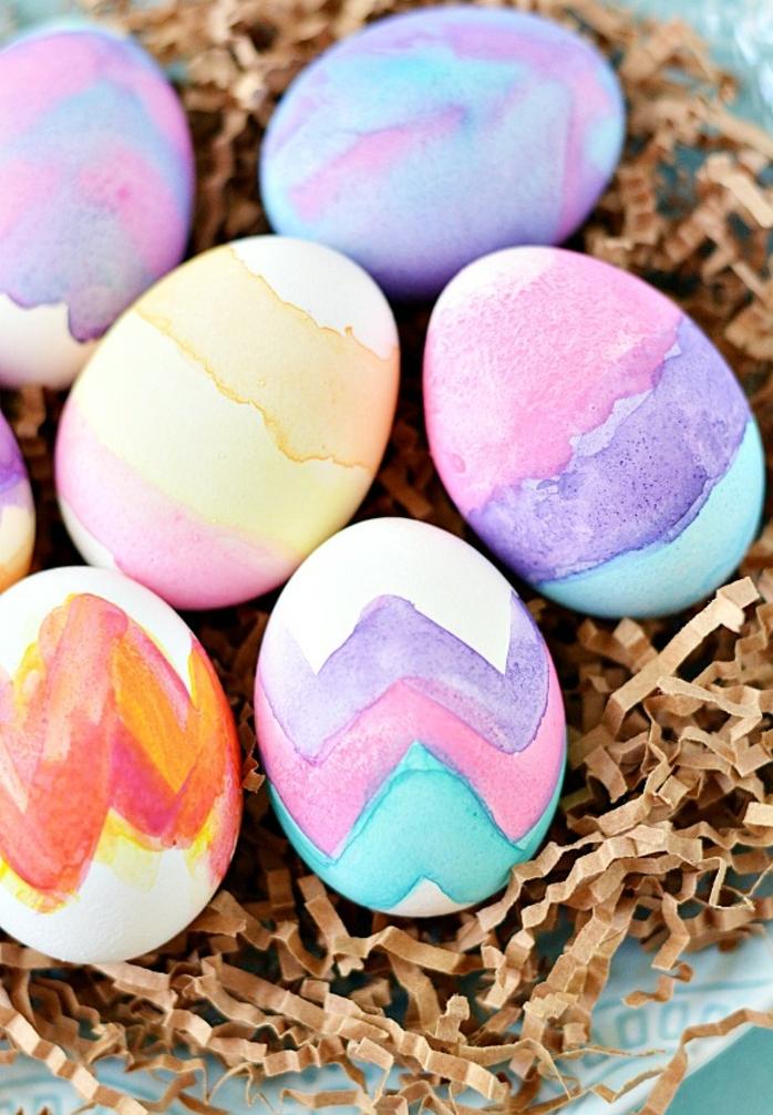 huevos decorados en colores pasteles, manualidades pascua con pintura acuarela, ideas bonitas y faciles de hacer