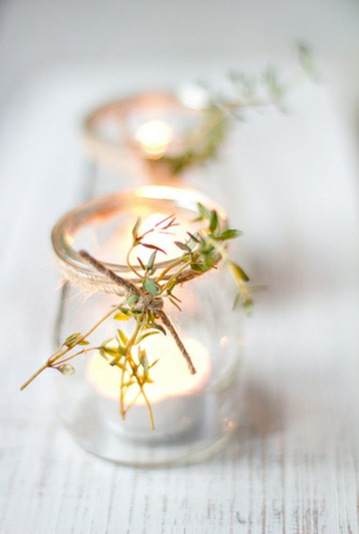 bonita decoración casera con frascos de vidrio y pequeñas velas en forma oval, botes decorados ideas creativas
