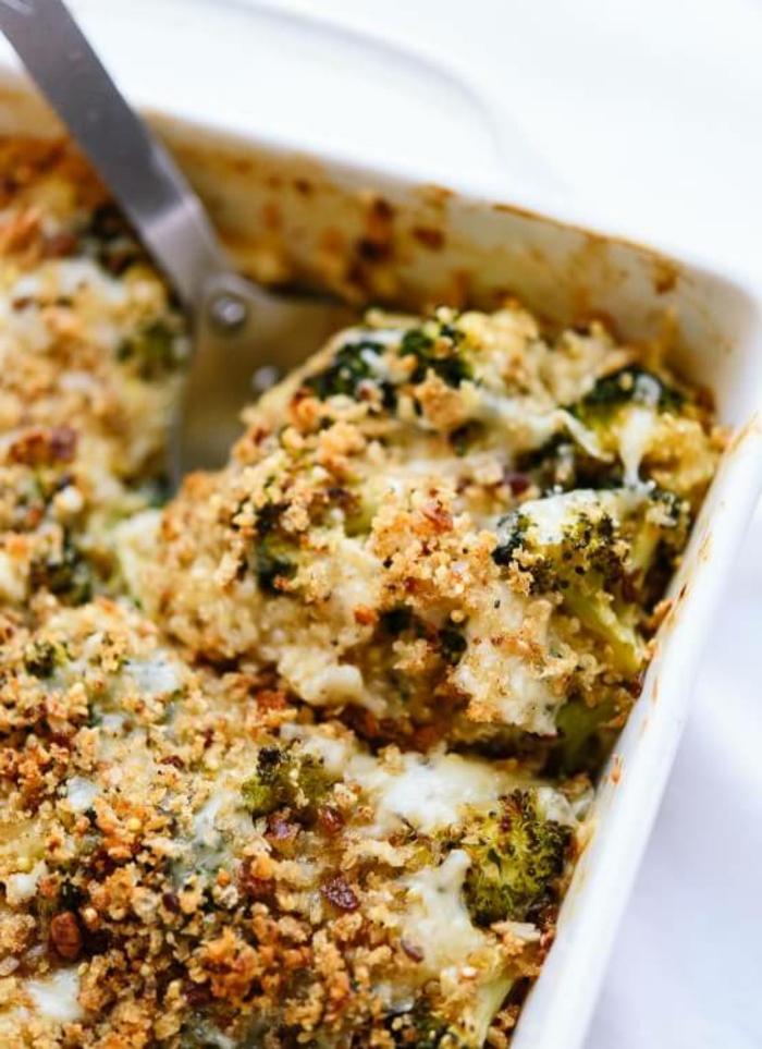 ejemplos de recetas saludables y faciles con quinoa, cazuela de quinoa con brocoli y queso