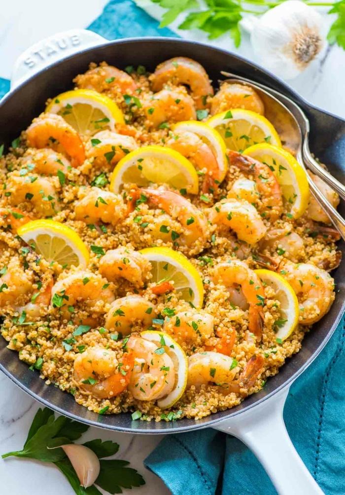 gambas con cimones y quinoa, paella con quinoa fácil de hacer, ejemplos de platos de quinoa con verduras paso a paso