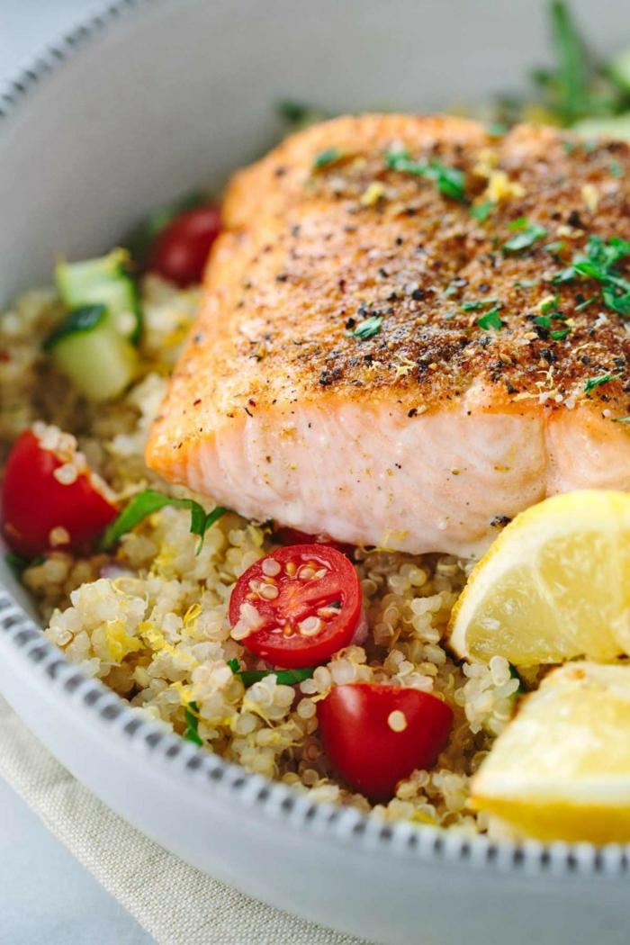 salmón con quinoa paso a paso, cenas saludables y ricas, recetas con quinoa y verduras saludables