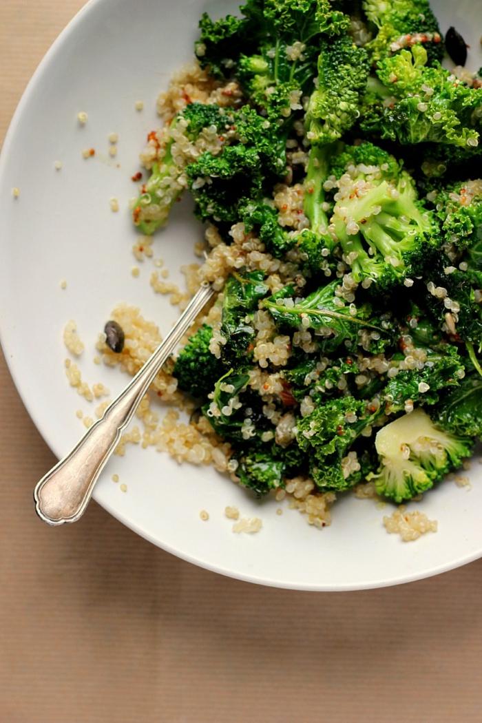 recetas de quinoa con verduras. brócoli cocidos con quinoa blanca y espinacas paso a paso