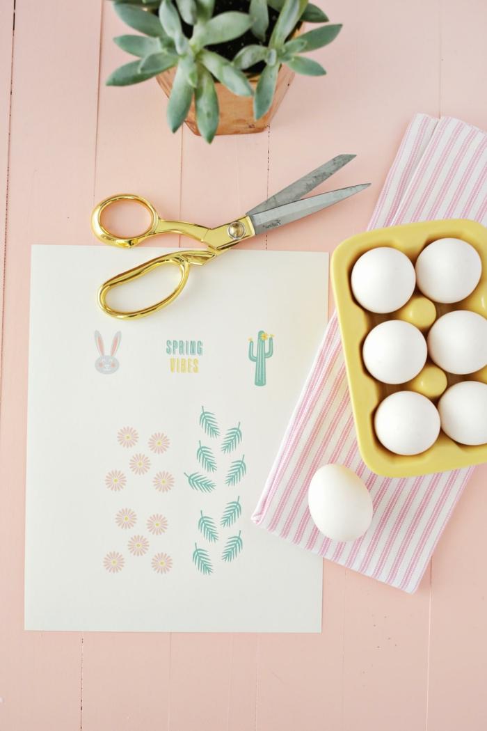 materiales necesarios para hacer huevos de pascua coloreados, manualidades huevos de pascua paso a paso, pegatinas tijeras y huevos blancos