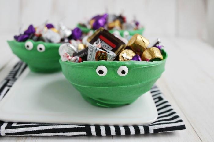 ideas decoración con globos, recipiente DIY hecho de chocolate, preciosa decoración para una fiesta casera
