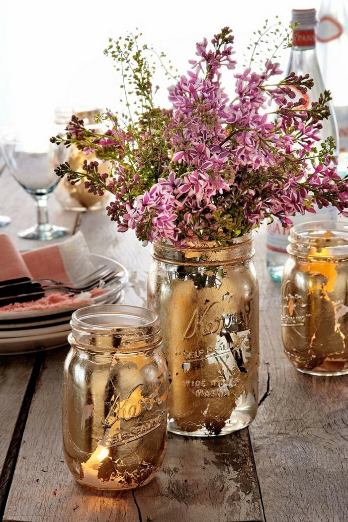 manera encantadora de decorar unos botes de vidrio con efecto desgastado, tarros de cristal decorados paso a paso