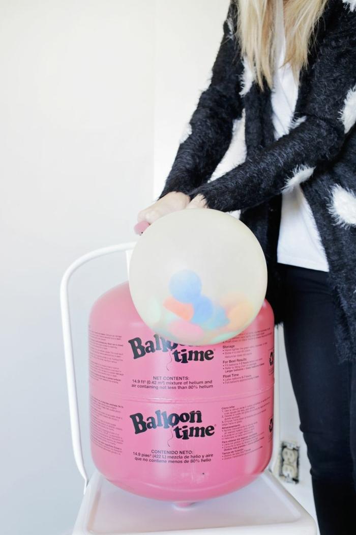 como llenar un globo con peluches con la ayuda de una englobadora, decoración con globos paso a paso