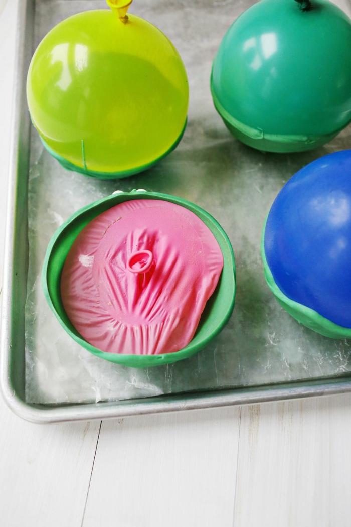 manualidades con globos paso a paso, decoración con globos hecha a mano, como hacer un bol de chocolate