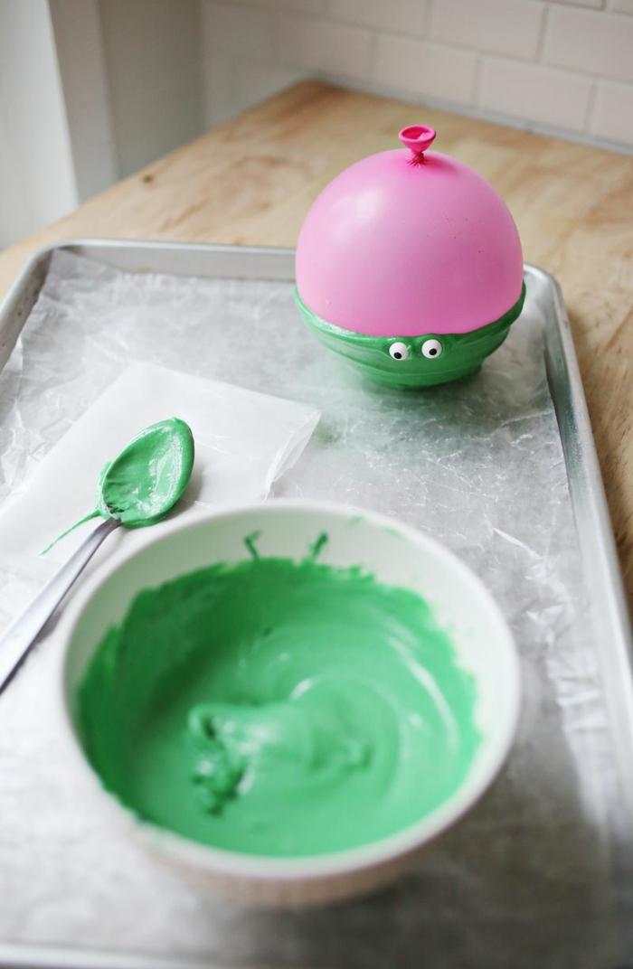 globos cumpleaños para hacer proyectos DIY, bol de chocolate con ojos decorativos, manualidades para decorar la casa paso a paso