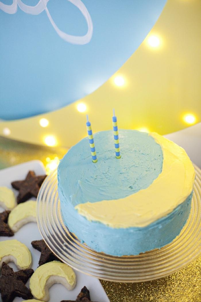 preciosa decoración con globos cumpleaños, tarta en azul y amarillo, sorpresa ideal para un cumpleaños infantil