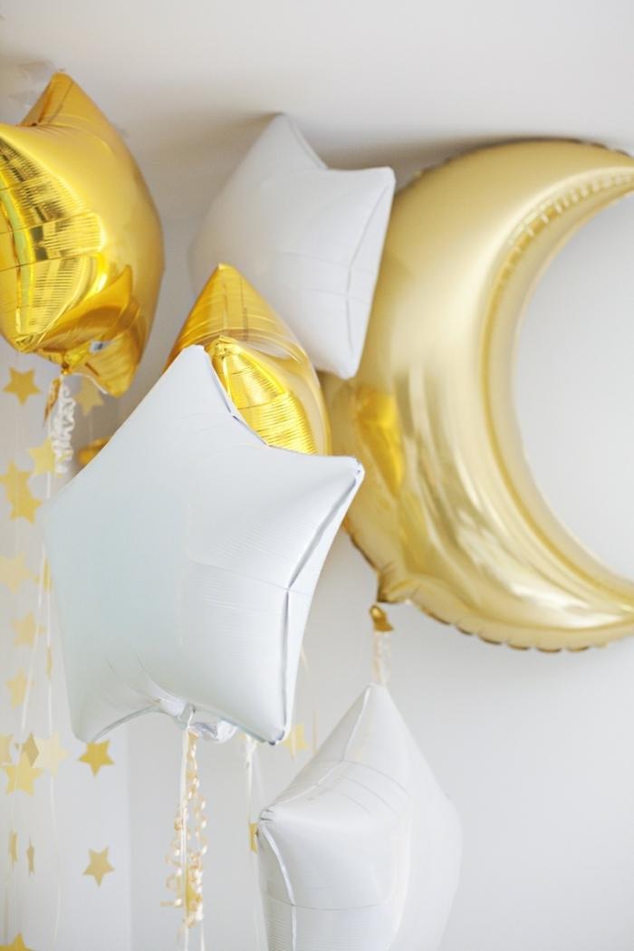 preciosos globos en forma de estrellas y lunas, globos cumpleaños para decorar la casa, bonitas ideas DIY