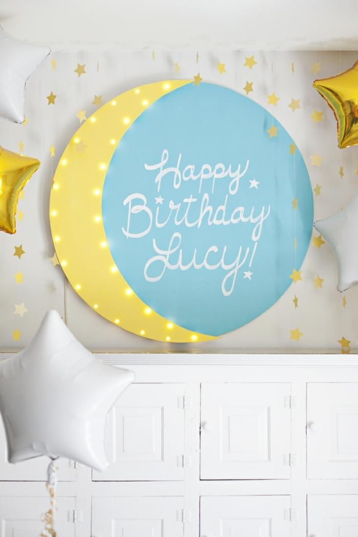 bonita composición con globos para decoración de cumpleaños, globos cumpleaños en forma de estrellas