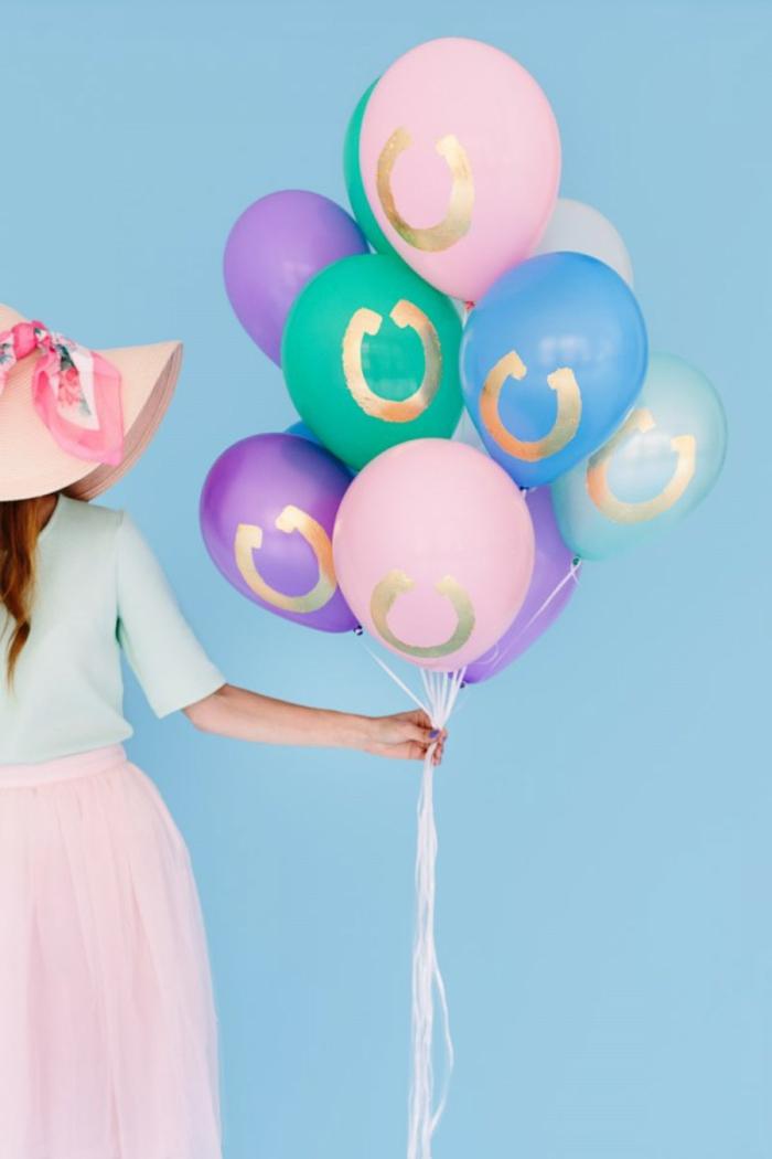 preciosa decoración de globos, ramo de globos en colores pastel, globos cumpleaños originales