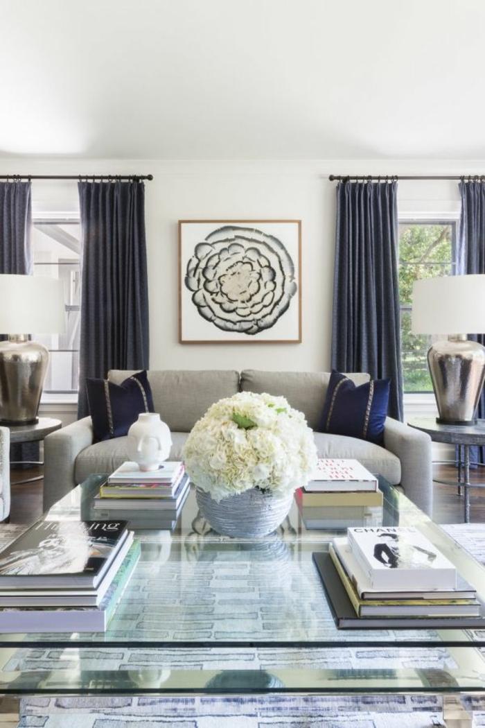 precioso diseño en estilo clásico, grande salón decorado en blanco y gris, ideas decoracion salon con motivos florales