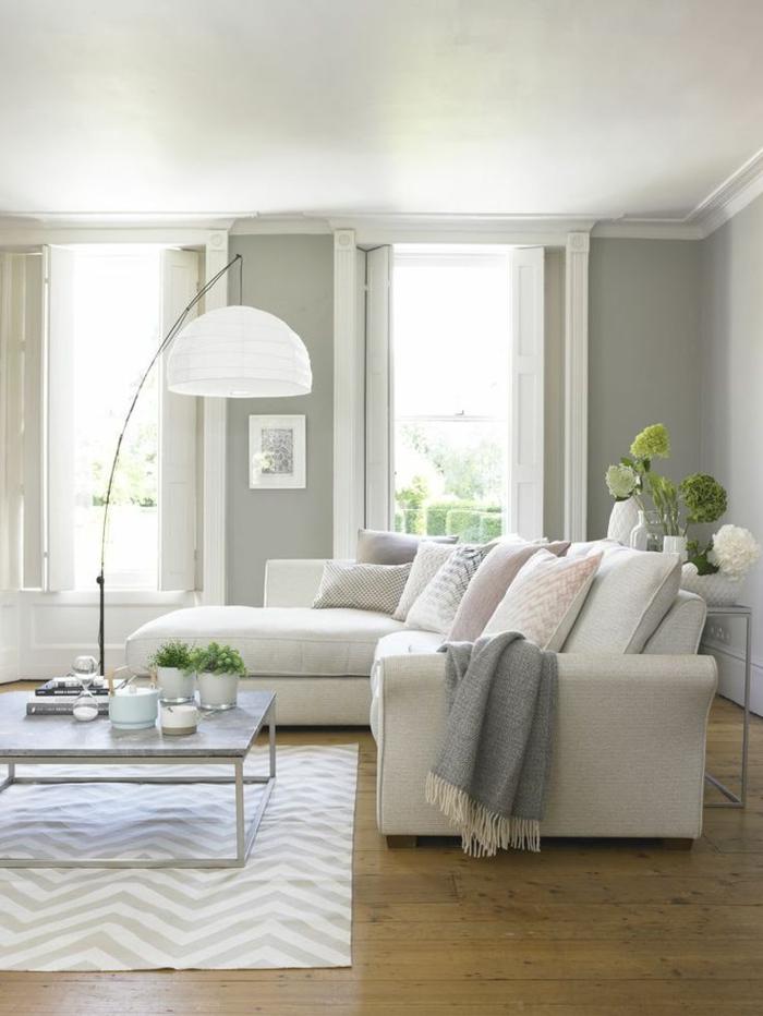 espacio pequeño decorado en gris y colores pastel, ideas decoracion salon en blanco y negro, paredes en gris y suelo de parquet