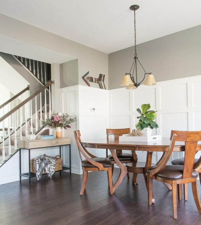 comedor de encanto abierto al salón, ikea decoracion muebles de madera, paredes en gris sofisticado y decoración de plantas verdes
