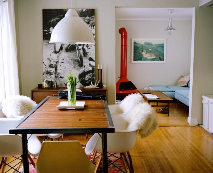 bontia decoración de un comedor abierto al salón, ikea decoracion ideas creativas, sillas originales y muchos cuadros decorativos