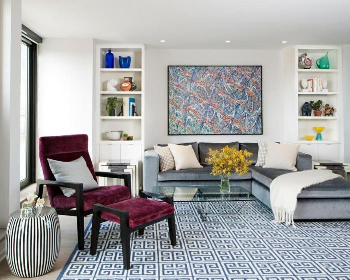 ideas sobre decoración de salones pequeños, elementos en colores saturados, grande pintura en la pared y alfombra ornamentada