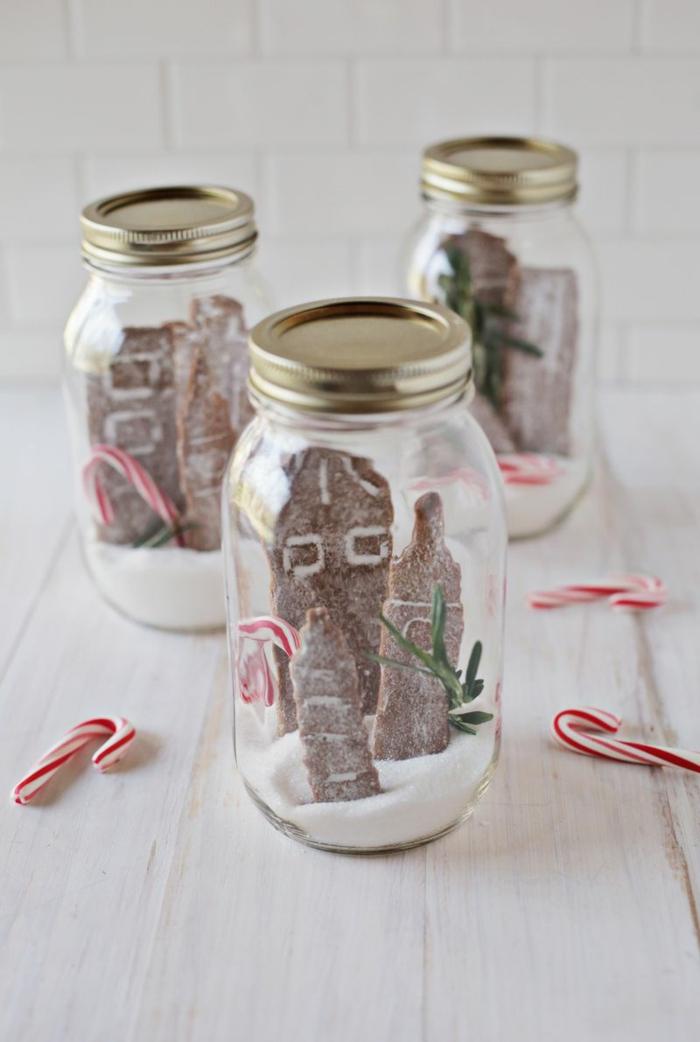 ideas con frascos de cristal decorados para Navidad, botes de vidrio llenos de galletas y chupachups