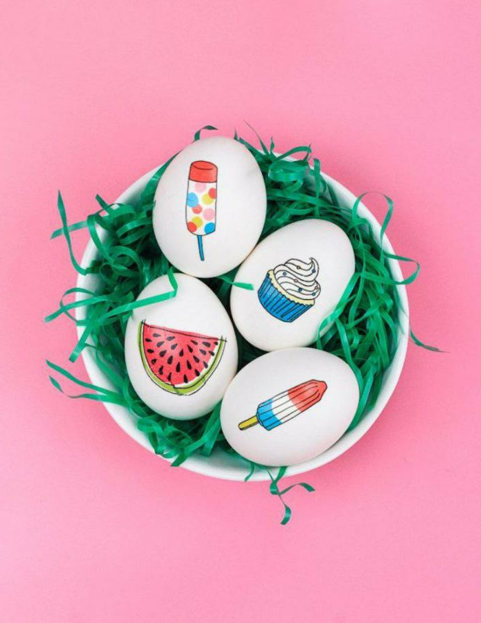 huevos coloridos con estampados divertidos, dibujos en colores llamativos, decoración original de primavera con pegatinas