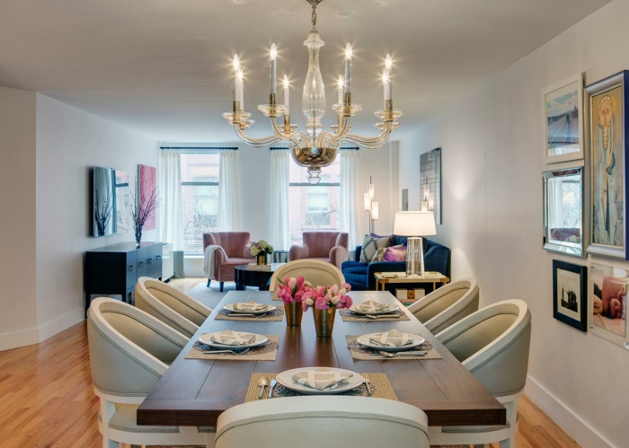 comedor decorado en estilo clásico con muebles de diseño y candelabro vintage, decoracion salon pequeño en colores claros