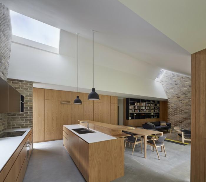 espacio abierto decorado en estilo minimalista, cocina americana y salón acogedor con biblioteca, decoracion salon pequeño ideas