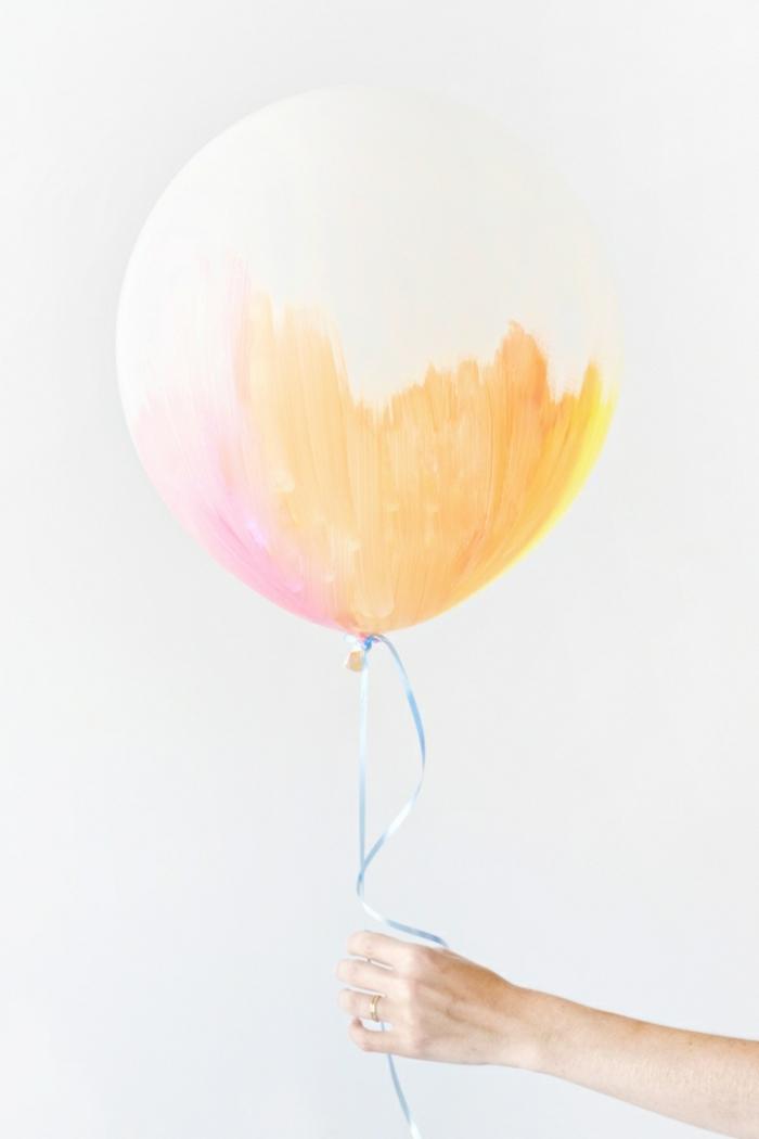 decoracion fiesta cumpleaños, globos blancos decorados de manera original, manualidades originales para decorar la casa