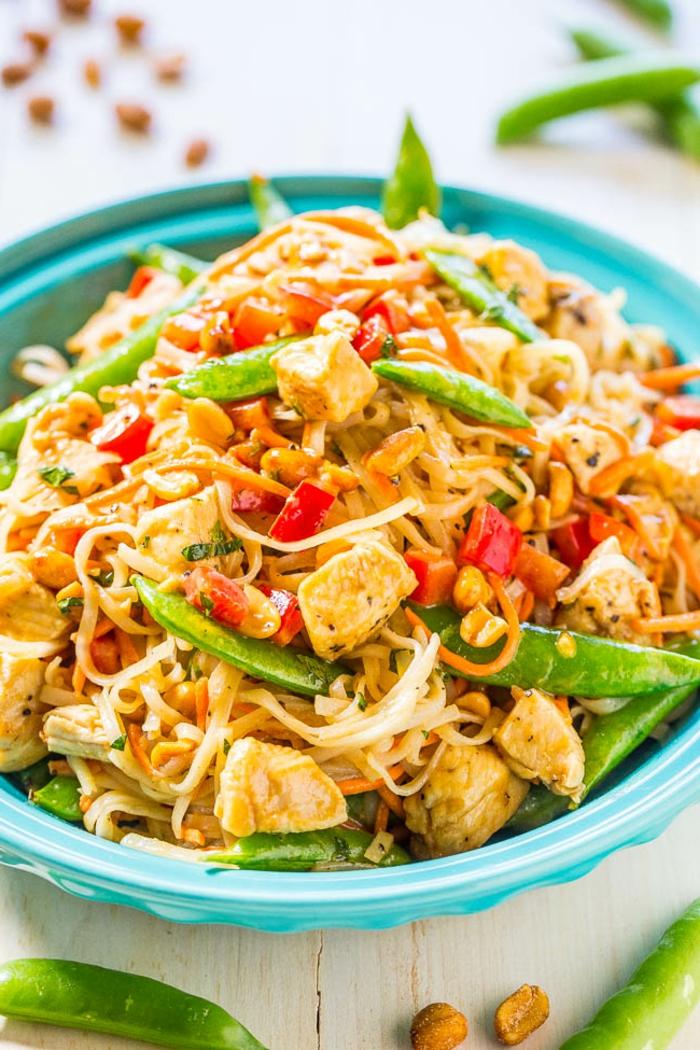ejemplo de recetas faciles y rapidas, cubos de pollo con frijoles, verduras y noodles, recetas faciles y rapidas paso a paso