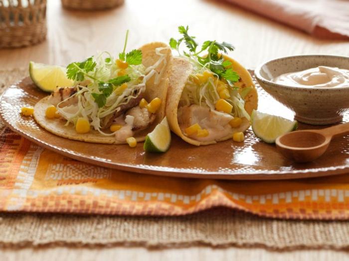 envuelto de tortilla saludable con pollo, col, verduras y lima, salsa de mostaza, recetas faciles y rapidas ideas