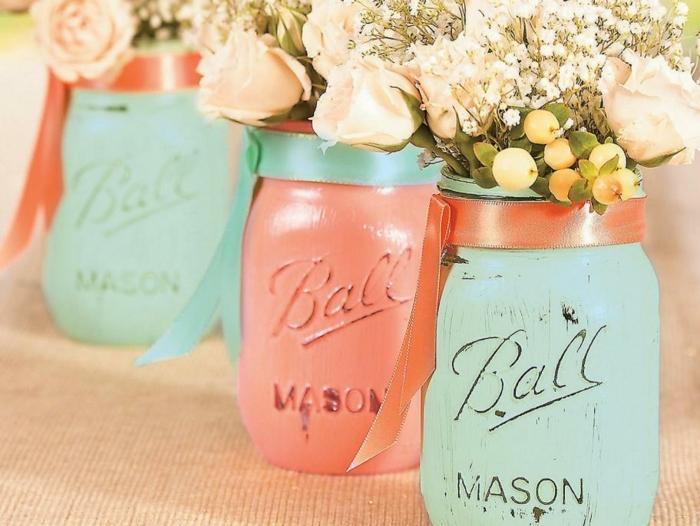 preciosa decoración DIY, botes pintados en colores pastel decorados con cintas, frascos de cristal con efecto desgastado, jarrones hechos a mano