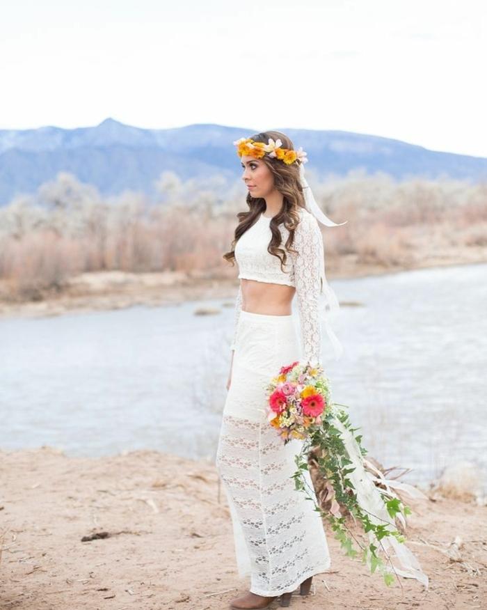 vestidos novia boho modernos en dos piezas, vestido de encaje con mangas largas, corona de flores color naranja