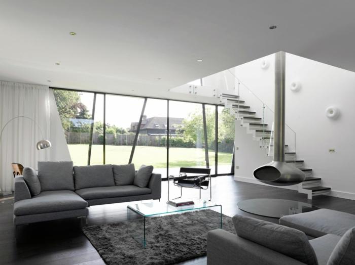ideas decoracion salon comedor en estilo minimalista, decoración en gris y cortinas en blanco, diseño moderno con chimenea colgante