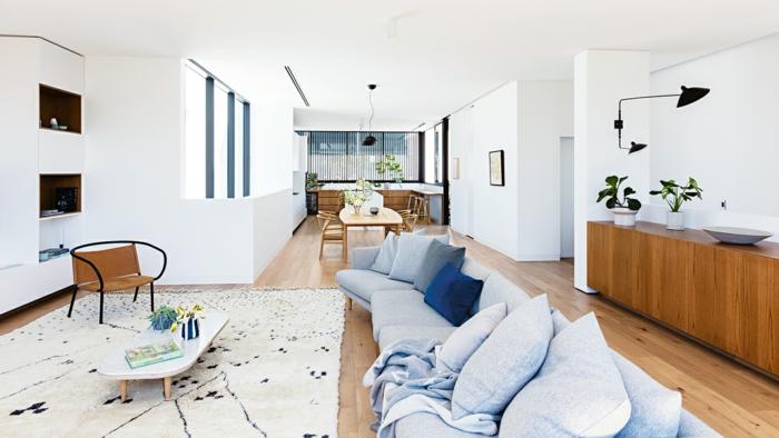 precioso salón abierto al comedor decorado en blanco y azul grisáceo, decoracion salon comedor en estilo contemporáneo