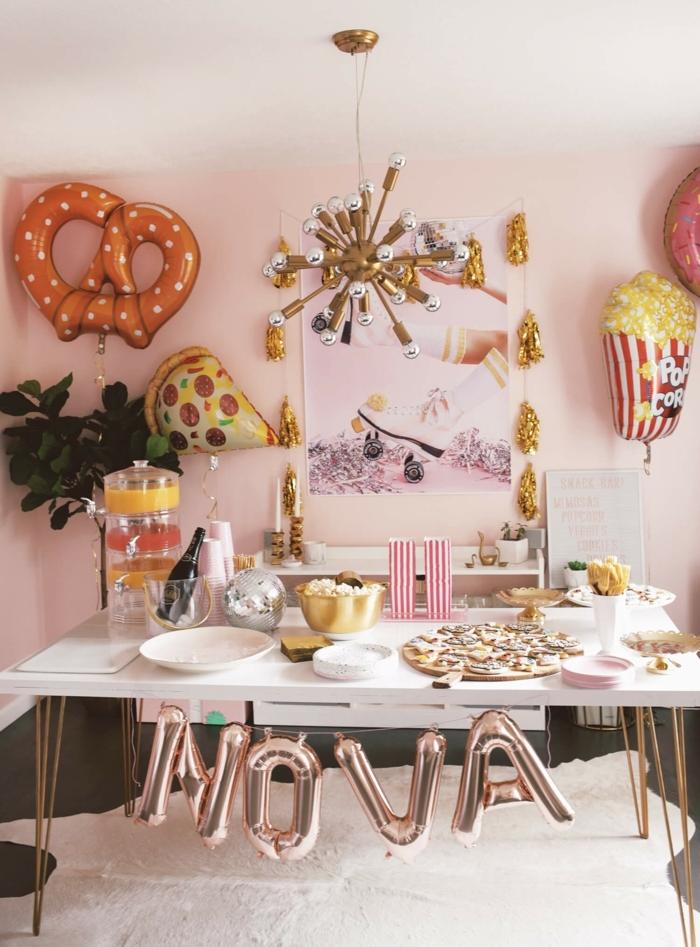 ideas para cumpleaños bonitos, decoración con globos originales, mesa decorada con tapas y bebidas