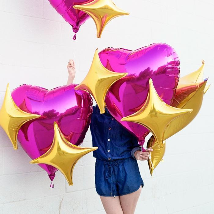 bonitas ideas para cumpleaños, propuesta para sorprender a tu pareja con grandes globos en forma de corazón
