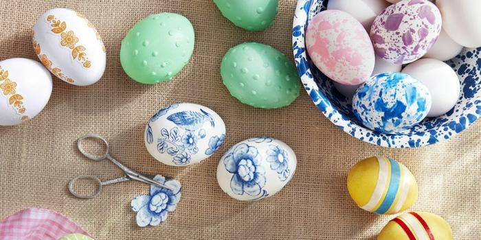 decoración de encanto de huevos coloreados y decorados de diferentes técnicas, como pintar huevos de pascua ideas originales
