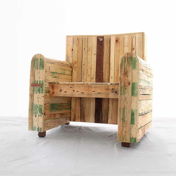 1001 ideas de decoraci n con sof s y sillones con palets - Como hacer un sillon de madera ...