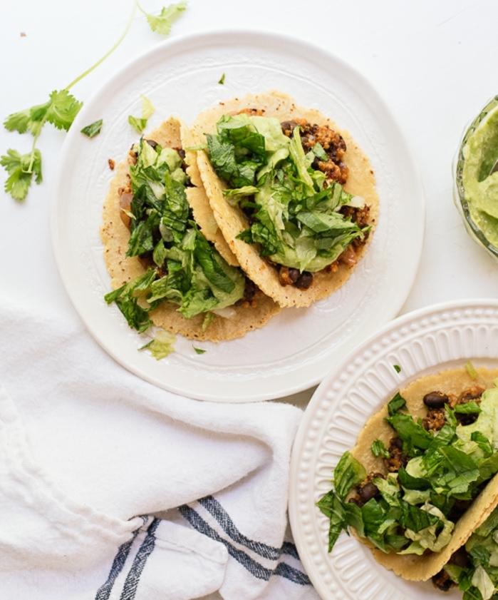 cena saludable y rica con tacos con quinoa, cenas rapidas y sanas con verduras, tacos con ensalada verde, quinoa y frijoles