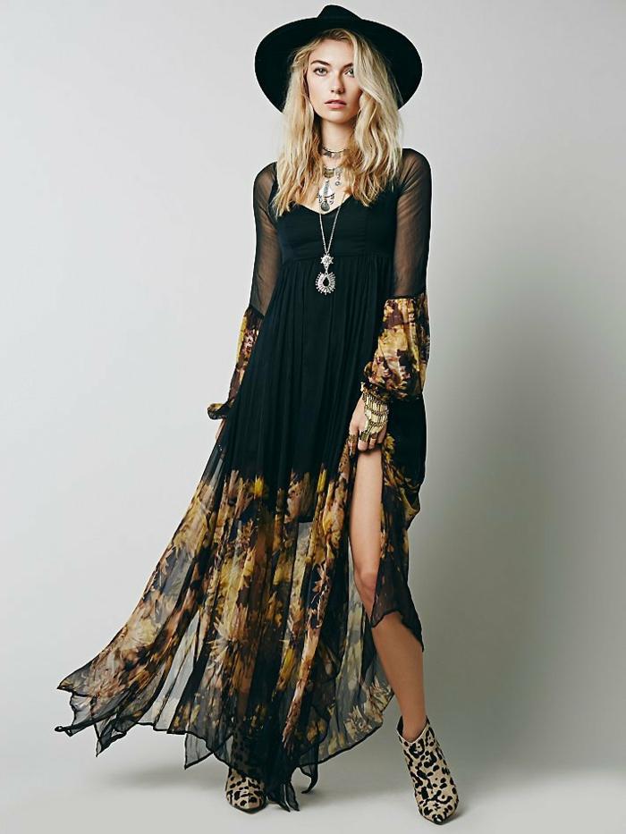 vestido maxy de visillo en negro con decoración de flores amarillos, zapatos con estampado animal, vestidos largos estampados tendencias