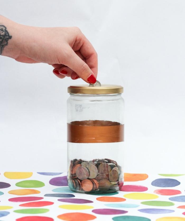 proyectos DIY originales y útiles, frascos de cristal decorados, bonita caja de monedas hecha a mano paso a paso