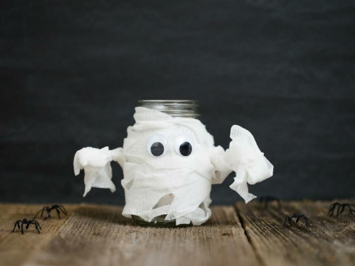 precioso adorno decorativo para el día de Halloween, frasco de vidrio cubierto de tela blanca, manualidades con tarros de cristal, decoración fantasma
