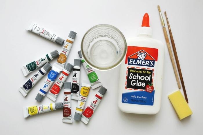 tarros de cristal decorados con pintura y pegamento, materiales necesarios para decorar un frasco de vidrio
