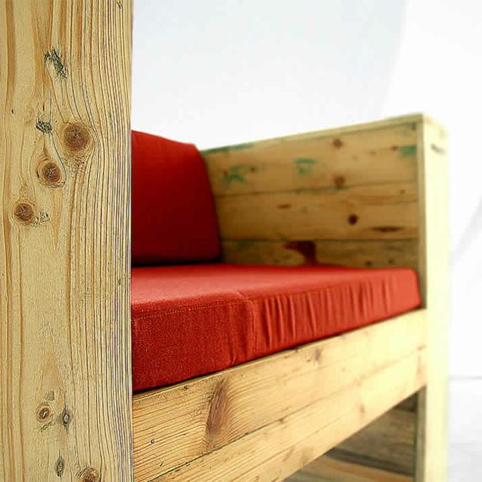 1001 ideas de decoraci n con sof s y sillones con palets for Casa de palets paso a paso