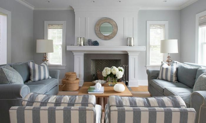 bonitas ideas para decorar un salon en blanco y gris, tres sofás de tamaño grande, mesa de madera y decoración de flores