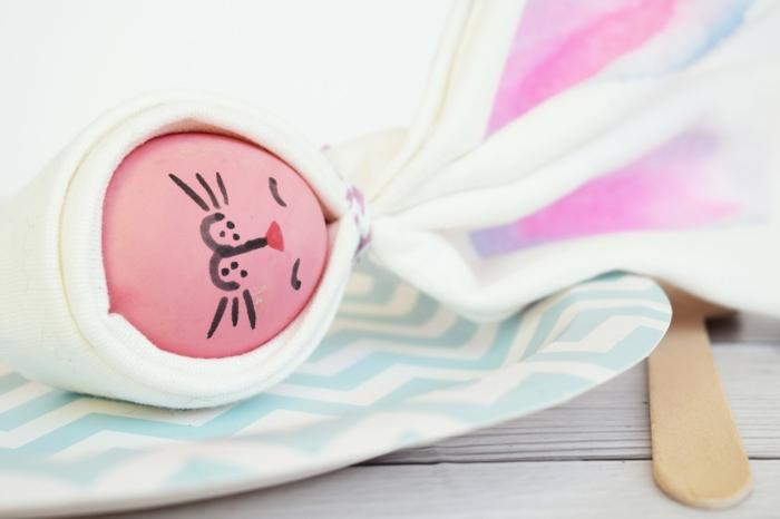 tendencias decoración primavera con huevos de pascua, preciosa idea con huevos coloreados, centro de mesa DIY
