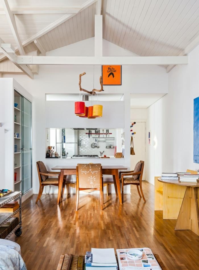 preciosa buardilla decoracion comedor de encanto, espacio abierto con paredes en blanco y suelo de parquet