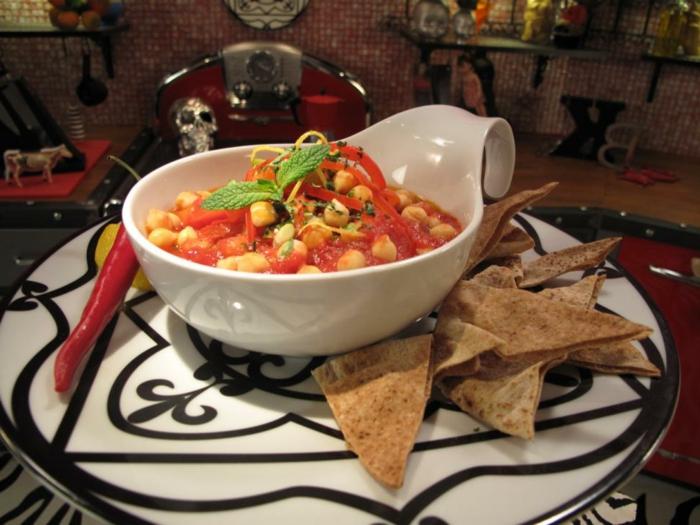 garbanzos en salsa de tomate con hoja de menta, ejemplos creativos de recetas bajas en calorias