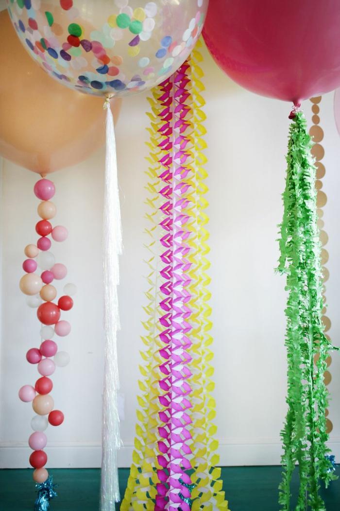 ideas con globos de cumpleaños, preciosas guirnaldas hechas a mano en colores, globos llenos de confetti