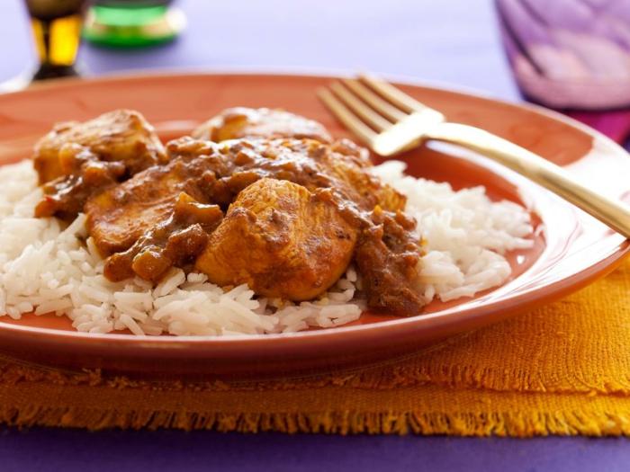 carne de cerdo con arroz cocido blanco suelto, ideas de cenas rapidas y faciles y ricas, cena fácil de hacer