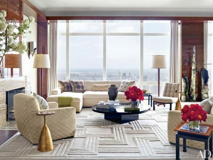 bonita sala de estar abierta al comedor, decoracion comedor en estilo clásico, decoración de flores y grandes ventanales con vista